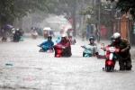 Hà Nội mưa như trút nước, cảnh báo phố lại thành 'sông'