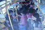 Clip: Không nhường ghế xe buýt, bà bầu bị cụ ông đánh tới tấp