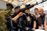 Những thành viên 'khủng' của họ súng AK tại triển lãm quân sự 2015