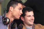 Clip: Ronaldo xuống phố uống trà khiến fan phát cuồng