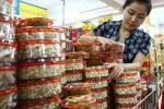 Đổ xô nhau lùng mua bánh mứt kẹo Việt