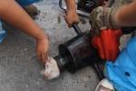 Hồi hộp xem giải cứu cún con mắc kẹt trong ống kim loại