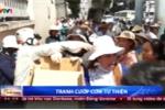 Kinh hoàng cảnh tranh cướp cơm từ thiện của bệnh nhân ở TP.HCM