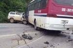 2 người bắn khỏi xe 7 chỗ bị xe khách cán tử vong