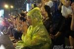 Vu Lan: Hình ảnh ngàn người đội mưa cầu phúc