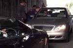 Clip: Hai siêu xe Mercedes đối đầu gây tắc đường 40 phút
