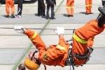 Video: Xem lính cứu hộ Nhật Bản đu dây siêu đẳng như Ninja