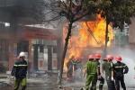 Lính cứu hỏa kể giây phút lao vào biển lửa ở cây xăng