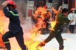 Hình ảnh chiến sỹ cứu hỏa rung động hàng triệu trái tim