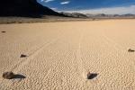 Giải mã bí ẩn 'những hòn đá biết đi' ở Thung lũng Tử thần