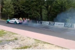 Clip: Xe đua drift văng lốp xe vào khán giả