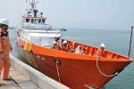 Tàu SAR 412 đã tiếp cận 13 ngư dân bị tàu lạ đâm trên biển