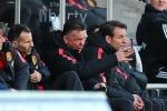 Man Utd lại thua: Van Gaal vẫn đau đầu chơi khổ nhục kế?