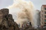 Video: Siêu bão Soudelor điên cuồng càn quét Đài Loan