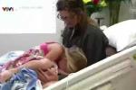 Clip: Bé gái 5 tuổi cứu sống mẹ bị đuối nước trong bể bơi