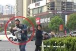 Video sốc: Người Trung Quốc dửng dưng nhìn bé trai bị kẻ bịt mặt bắt cóc