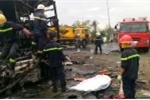 Cháy rụi 2 xe khách giường nằm lúc rạng sáng, nhiều người chết