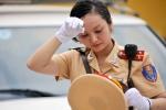 Nữ CSGT xinh đẹp đứng chốt phía Nam Hà Nội