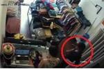 Clip sốc: Nữ nhân viên bán hàng giả ngất để thoát khỏi tên cướp man rợ