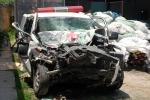 Ảnh: Xe cứu thương bẹp dúm sau vụ tai nạn 3 người tử vong