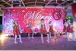 Học sinh tiểu học nhảy dân vũ đón Giáng sinh