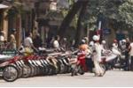 Hà Nội: Chưa Tết, giá trông xe đã 'nhảy múa'
