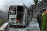 Ô tô 16 chỗ cháy trơ khung giữa đèo trắng băng tuyết ở Hà Giang