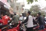 Hà Nội: Chen chúc thay dầu miễn phí cho xe