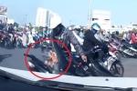 Clip: Trời nóng, xe máy bốc cháy nghi ngút giữa phố Sài Gòn