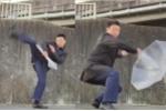 Há hốc mồm với kungfu tự vệ bằng ô của người Nhật