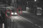 Clip: 2 thanh niên dàn cảnh cướp ôtô trắng trợn giữa phố
