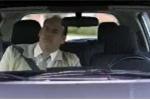 'Đứng tim' xem cụ bà thi lấy bằng lái xe ôtô