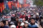 Tắc nghẽn phố thời trang siêu giảm giá ngày sát Tết