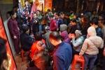 Video: Dân xếp hàng từ giữa đêm để mua vàng ngày vía Thần tài ở Hà Nội
