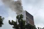Cháy lớn tại toà nhà đang xây ở Hà Nội, khói đen kịt trời