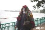 Ảnh: Dân Thủ đô trùm kín ra đường trong mưa phùn, gió rét
