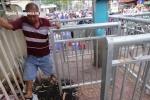 Video: Cận cảnh rào chắn vỉa hè như 'chuồng thú' trên phố Sài Gòn