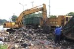 Video: Xe cẩu dọn 'núi rác' ở Hà Nội sau 4 tháng ứ đọng