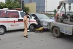 Đang chở bệnh nhân, xe cứu thương tông ô tô 7 chỗ văng xa