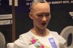 Video: Robot Sophia khẳng định có thể trò chuyện không theo lập trình