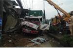 Container tông sập nhiều nhà dân ở TP.HCM trong đêm