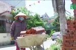 Video: Dân xứ Nghệ nhọc nhằn mưu sinh dưới nắng nóng thiêu đốt 40°C