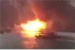 Clip: Tàu du lịch cháy dữ dội trên vịnh Hạ Long
