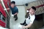 Clip: Đang cạy cửa nhà dân thì phát hiện camera an ninh, 2 tên trộm tẽn tò bỏ đi