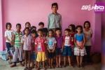 Ấn Độ: Choáng với chiều cao khủng gần 2 mét của cậu bé cao nhất thế giới