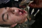 Xem lính Mỹ uống máu rắn hổ mang, nuốt bọ cạp sống để sinh tồn