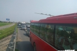 Ảnh, Video: Tai nạn liên hoàn gây ùn tắc, xe ô tô chôn chân xếp hàng dài cả cây số trên Cao tốc Pháp Vân - Cầu Giẽ