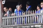 Phu nhân Thủ tướng Lý Hiển Long rạng rỡ chụp ảnh bằng điện thoại ở Hội An
