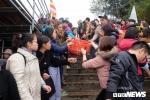 Ảnh: Hàng vạn người cùng phóng sinh gần 5 tấn cá xuống sông Hồng
