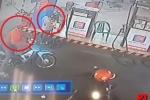 Clip: Đi mua xăng, người đàn ông bị trộm xe máy ngay sau lưng